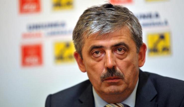 Fostul șef al CJ Cluj din partea PNL, Horea Uioreanu, a fost condamnat la şase ani şi jumătate de închisoare cu executare, pentru luare de mită. Decizia nu este definitivă.