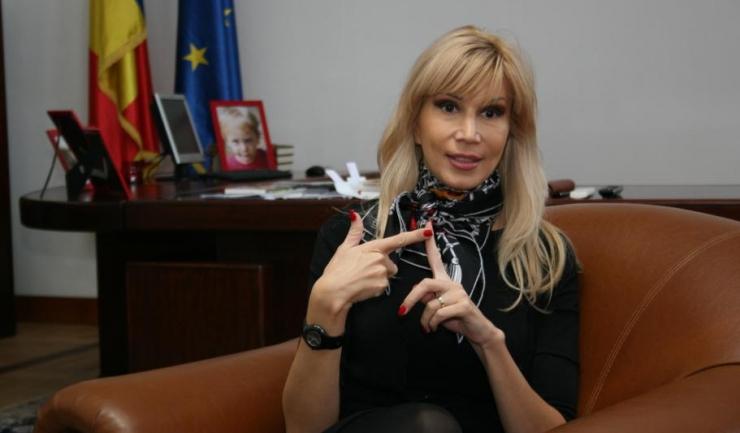 """Raluca Turcan (PNL): """"Guvernul mai are bani de salarii doar până în octombrie"""""""