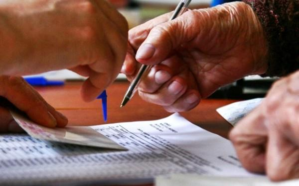 Alegătorii care doresc să voteze nu vor mai prezenta actul de identitate membrilor secțiilor de votare, ci operatorului unui calculator, care va vedea, printre altele, dacă și-au mai exercitat dreptul la vot la același scrutin