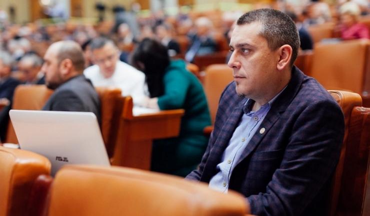 Deputatul Magyar Lóránd susţine că un stat nu îşi demonstrează puterea lăsând loc mentalităţii nedemne de secolul al XXI-lea.