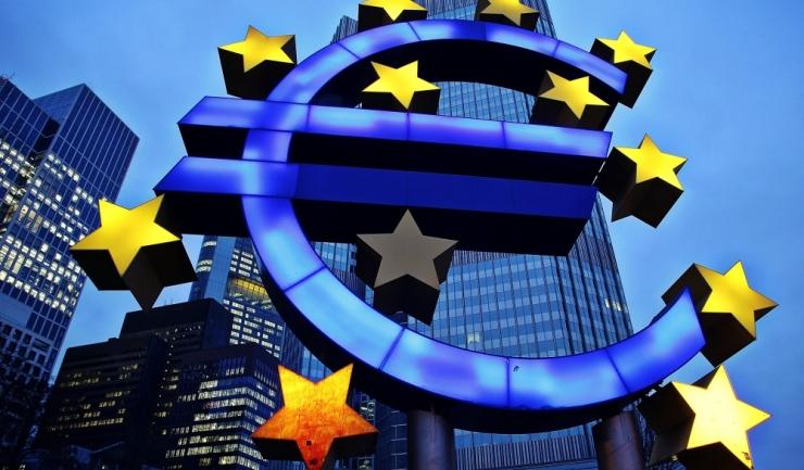 România pierde, încet-încet, din lucrurile care-i garantau aderarea la zona euro
