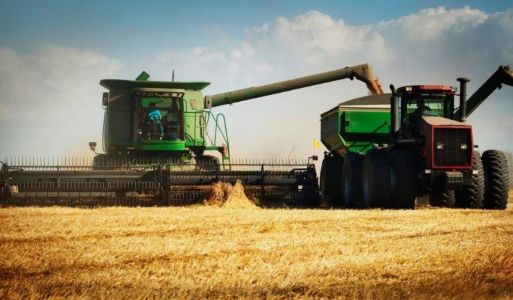 Ministerul Agriculturii a convins zece bănci să dea fermierilor credite cu dobânzi reduse, garantate 80% de stat