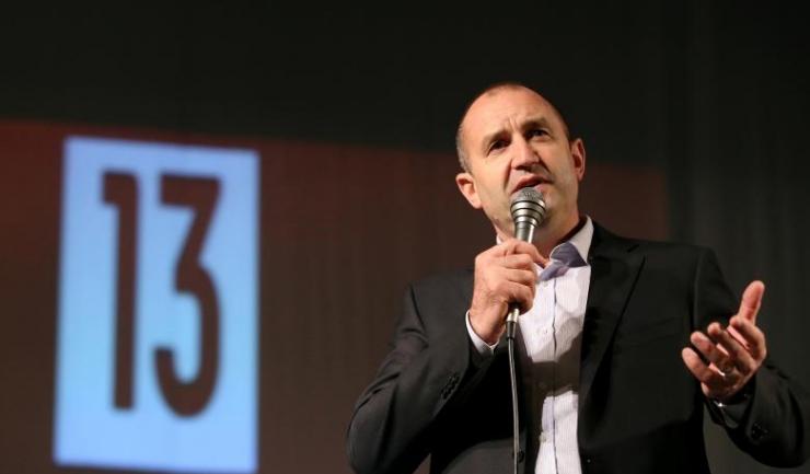 Candidatul Partidului Socialist, Rumen Radev, a câștigat zdrobitor alegerile din Bulgaria, cu 50,35% din sufragii