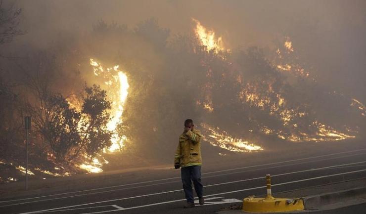 Incendiile de vegetație din California au dus la evacuarea a 200.000 de locuitori
