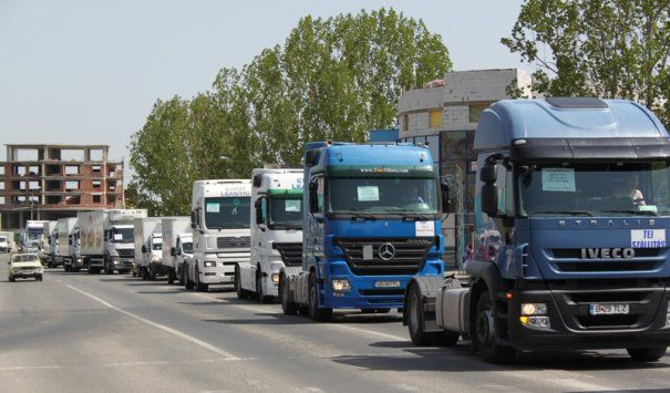 Transportatorii români ar putea fi trași pe dreapta cu asigurări mai scumpe cu 60% decât cele plătite de concurenții străini