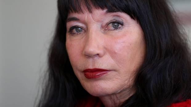 Catherine Healy, acum în vârstă de 62 de ani, a declarat pentru Radio New Zealand că a fost foarte surprinsă că i s-a acordat o asemenea onoare