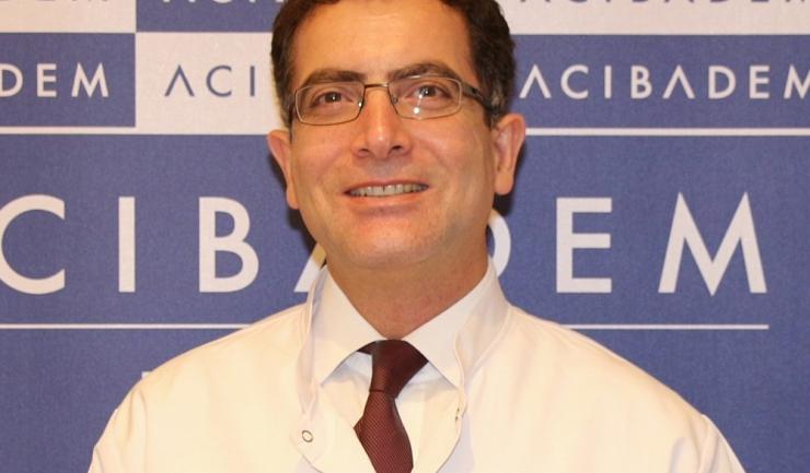 """Medicul gastroenterolog Cem Aygün, specialist în endoscopie digestivă în cadrul ACIBADEM: """"Extrem de periculos pentru sistemul nostru digestiv este excesul de carne roșie. Am constatat la mulți dintre pacienții noștri cu cancere gastrice prezența acestui"""