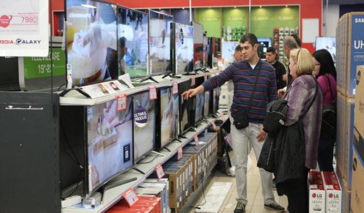 Retailerii constănțeni spun că televizoarele cu diagonală mare sunt cele mai vânate produse de Black Friday