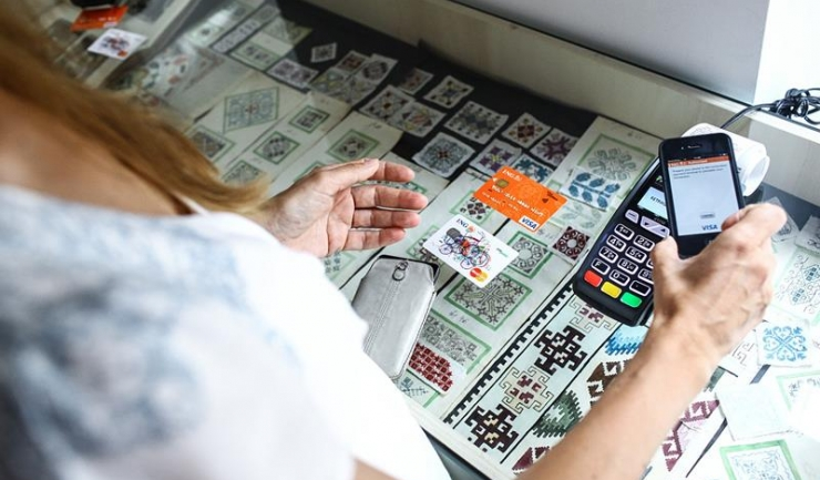 Comercianții cu afaceri de cel puțin 10.000 euro pe an vor fi obligați să își instaleze POS-uri, însă nu trebuie să plătească niciun leu