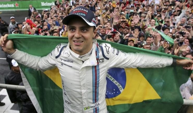 Ovaționat de miile de fani prezenți la Interlagos, Felipe Massa nu și-a putut stăpâni lacrimile