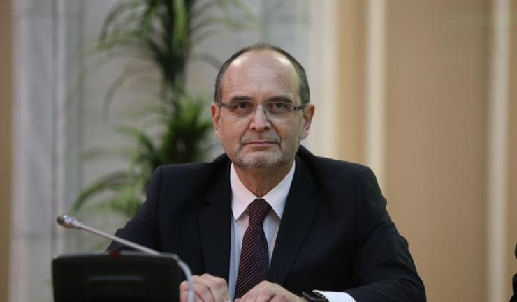 """Ministrul Educației, Adrian Curaj: """"Mă aștept ca un cercetător sau un profesor universitar, atunci când face astfel de lucruri, să aibă girul universității. Faptul că unii l-au avut, alții nu, vom vedea în urma evaluării făcute de fiecare universitate în"""