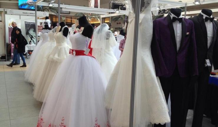 Cei care plănuiesc să își pună pirostriile în curând vor găsi lucrurile de care au nevoie în cadrul Târgului pentru Nunți, ce se desfășoară între 8 și 10 aprilie, în Mamaia