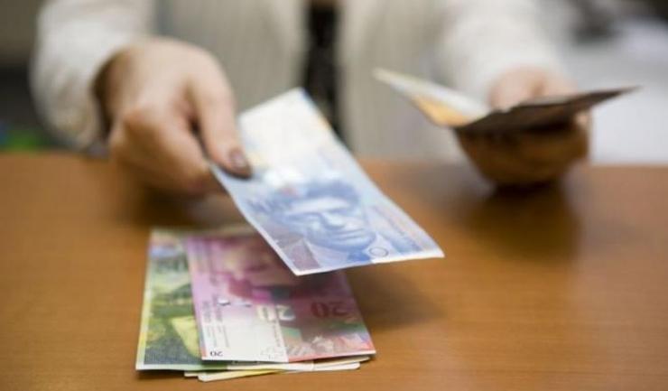 """Decizia CJUE în speța """"Andriciuc VS Banca Românească"""" repune pe rolul instanțelor mai multe dosare de înghețare a cursului leu/franc elvețian"""