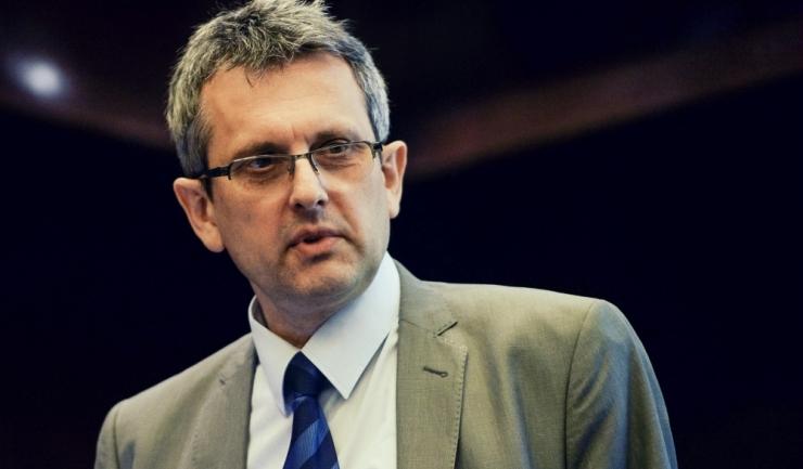 """Economistul-șef al BNR, Valentin Lazea: """"În America, certe-s numai moartea și taxele. În România - doar creșterile salariale și reducerile de taxe..."""""""