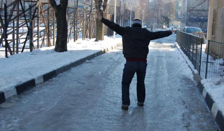 Legenda spune că, dacă nu traversezi strada înghețată ca o găină prosovană, ai șanse să trăiești mai mult