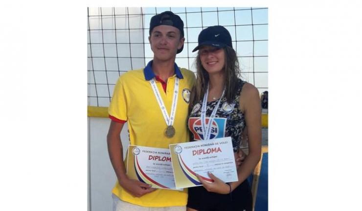 Eduard Popa este campion la cadeți, iar Denisa Dumitru, vicecampioană la cadete (sursa foto: Facebook)