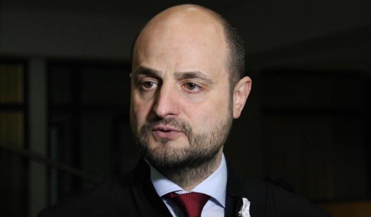 Avocatul președintelui CJC, Marius Mocanu, consideră că instanța vrea să îl târască pe Constantinescu la audieri, deși nu există niciun indiciu că s-ar sustrage judecății