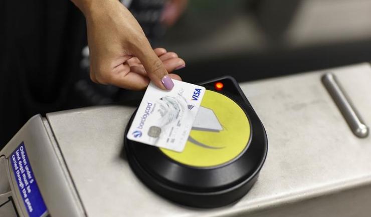 Valoarea plăților contactless cu carduri Visa a crescut de 50 de ori în 2015!
