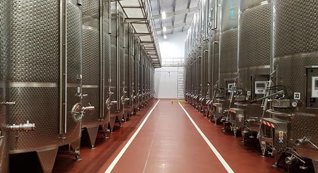 Crama are o tehnologie modernă și o capacitate de 1,8 milioane de litri. Cu toate acestea, sunt respectate regulile din bătrâni.