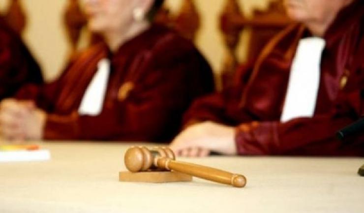 CCR: Curtea constată că preşedintele României a încălcat dispoziţiile constituţionale, refuzând să dea curs propunerii de revocare formulate de premier, faţă de care preşedintele nu are un drept de opţiune sau apreciere