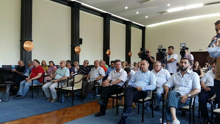 Aleșii județeni nu s-au înțeles asupra introducerii unei noi linii de transport în comun pe ruta Lumina - Năvodari - Mamaia - Constanța. Oamenii sunt revoltați!