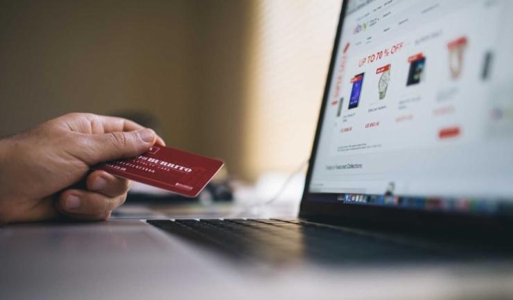 Doar 18% dintre utilizatorii români de internet au cumpărat ceva online în 2016, mult sub media comunitară de 66%