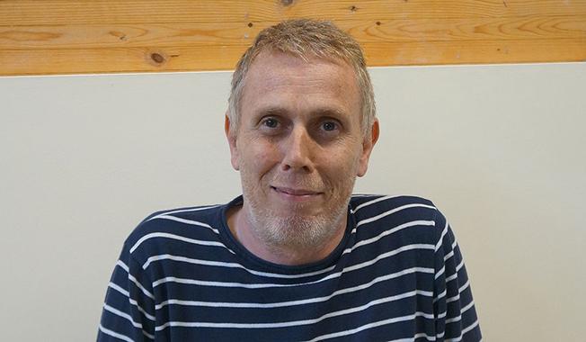 Pasionat de lectură, Geoffrey Edwards a fost acceptat la prestigioasa universitate britanică