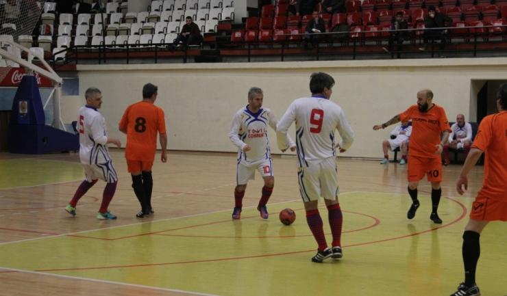 În meciul din grupa F, ASC Săgeata Stejaru (în alb) s-a impus cu 4-2 în fața celor de la Vertiroll Vulturii Cazino Constanţa