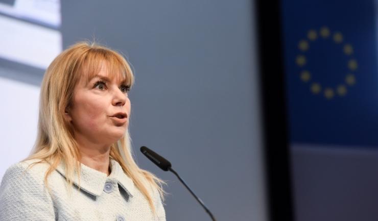 Comisarul european pentru piaţa internă şi industrie, poloneza Elzbieta Bienkowska