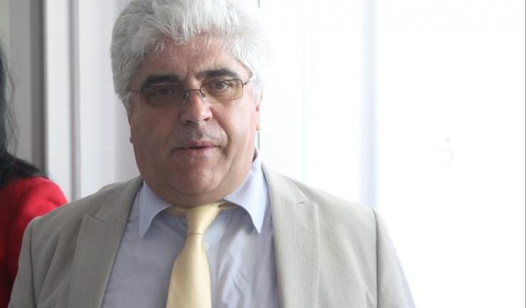 Fostul decan al Facultății de Farmacie, Gheorghe Țarălungă, este cercetat pentru unsprezece infracțiuni de luare de mită în schimbul tratamentelor preferențiale la examene