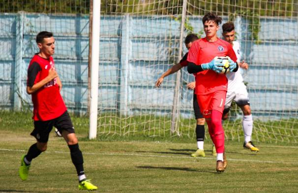 Mijlocaşul Cezar Belşeagă (stânga) a marcat de trei ori în partida disputată la Năvodari