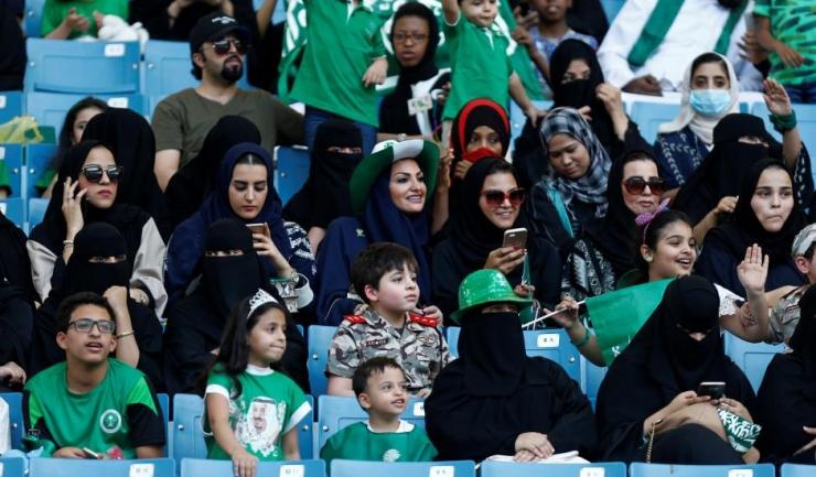 Femeile din Arabia Saudită vor putea merge pe stadion alături de bărbații lor