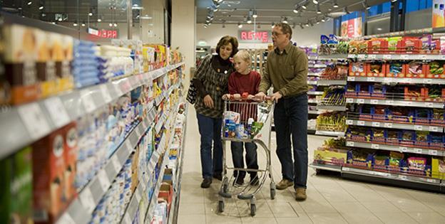 Un sfert din cheltuiala lunară a unei familii românești se duce în mâncare