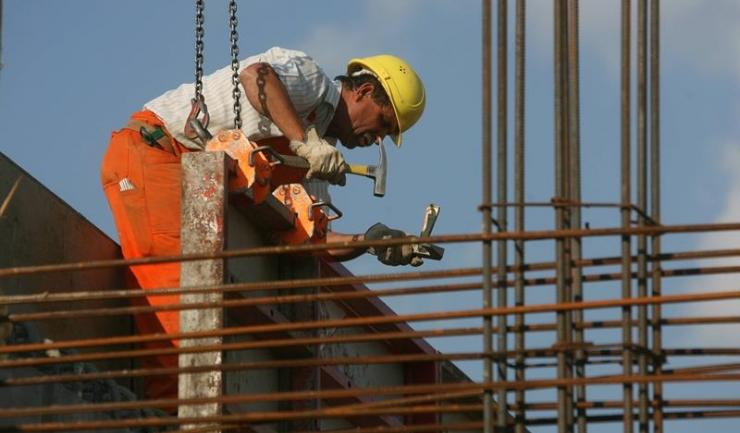 Constructorii sunt afectați pozitiv de impozitarea cu 1% a cifrei de afaceri. Retailerii, transportatorii și tour-operatorii - nu