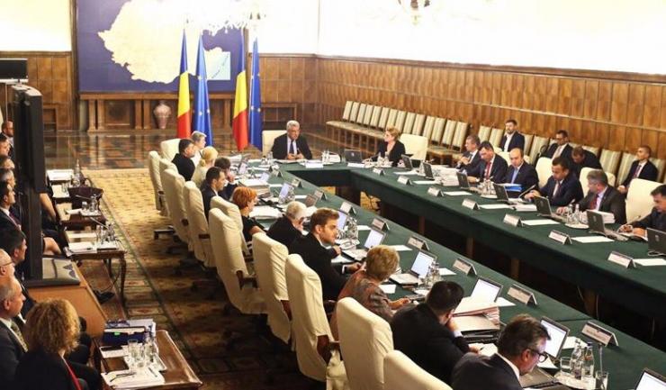 Guvernanții au decis, miercuri, la rectificarea bugetului de stat pe anul 2017, să taie bani tocmai de la ministerele care ar fi trebuit să investească în infrastructura țării: Ministerul Transporturilor și Ministerul Dezvoltării Regionale