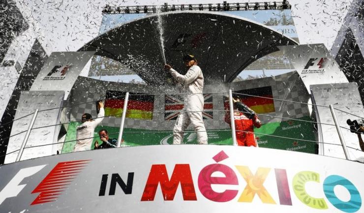 Ca să obțină încă un titlu mondial, Lewis Hamilton trebuie să câștige ultimele două curse din calendar și Nico Rosberg să obțină maximum 31 de puncte