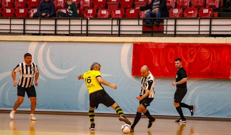Ciprian Bugeac (Athletic Club 1973 Constanţa, echipament alb-negru - la minge) este noul lider în clasamentul golgheterilor