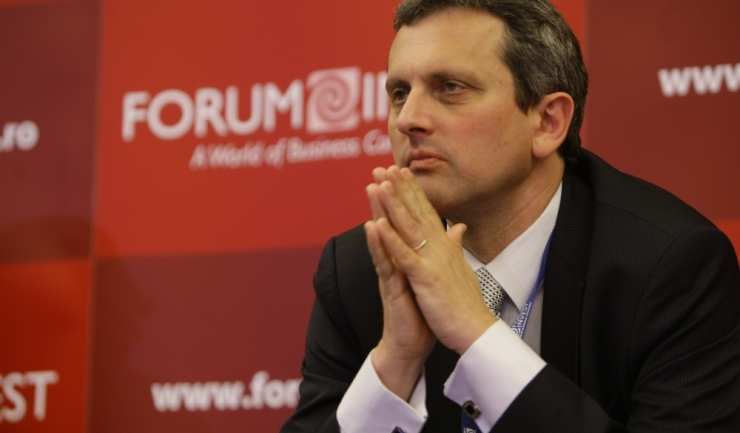 """Economistul-șef al BNR, Valentin Lazea: """"Lumea a uitat criza. Iar este preamărit și ridicat în slăvi consumul"""""""