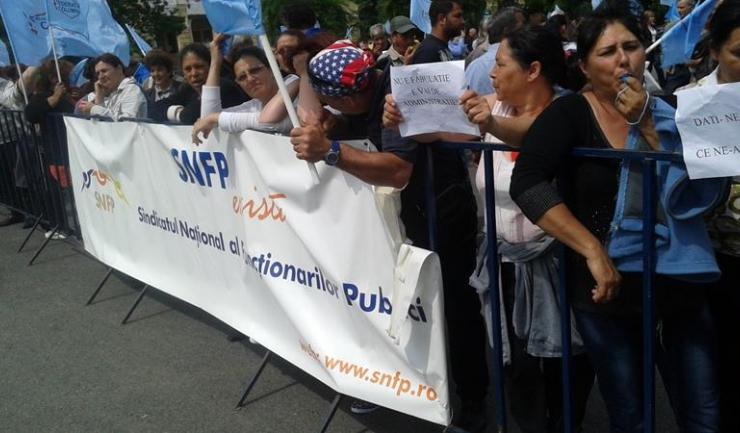 Funcționarii publici ameninţă cu proteste din septembrie, dacă Legea salarizării nu se aplică conform negocierilor