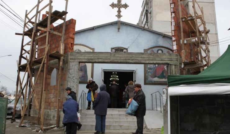 """Potrivit primarului Decebal Făgădău, Biserica """"Sf. Haralambie"""" din zona Boema ar putea fi relocată din cauza amplasamentului nu tocmai potrivit"""