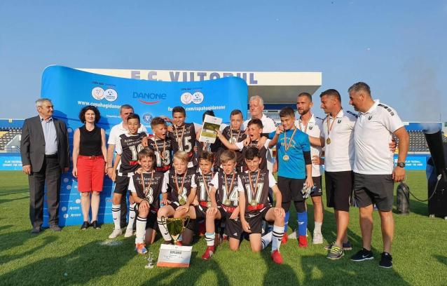 """Clujenii vor participa la turneul mondial """"Danone Nations Cup"""" de la Barcelona (sursa foto: www.academiahagi.ro)"""