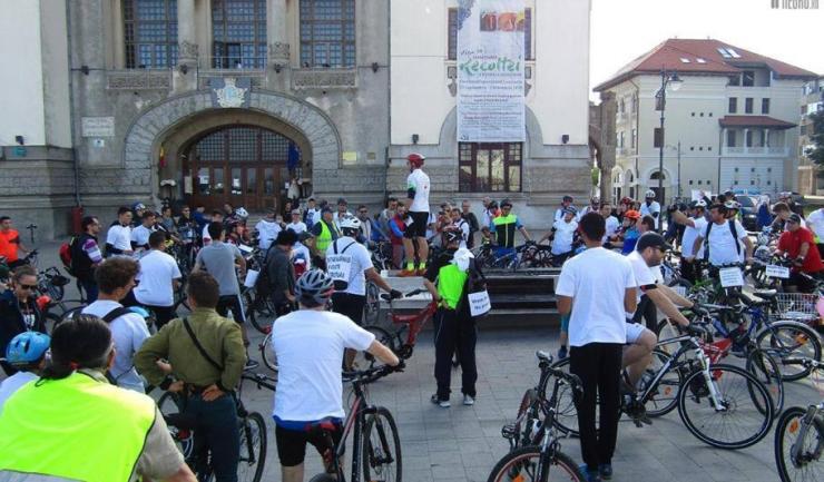 Bicicliștii pornesc în marș sâmbătă, 22 aprilie, din Piața Ovidiu (sursa: Facebook)