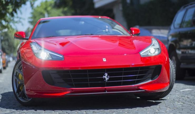 Românii au înmatriculat, în ianuarie - iulie, 15 mașini Ferrari și șase Lamborghini