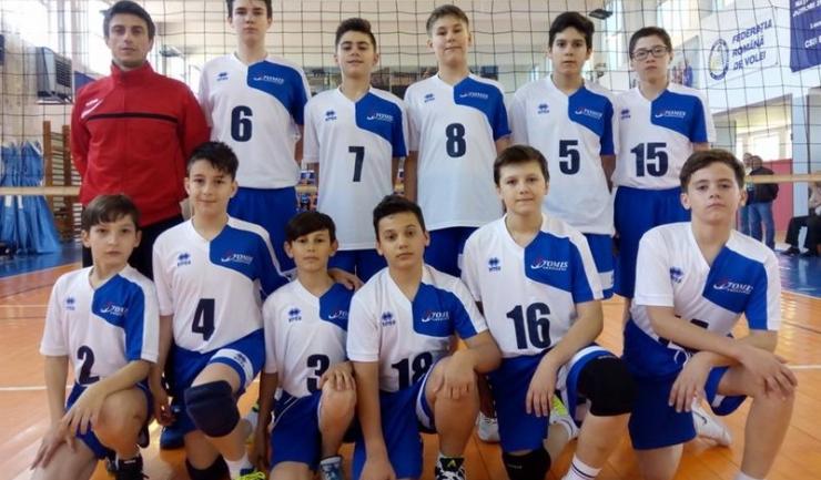 Jucătorii antrenați de Constantin Burungiu au ocupat locul 3 în turneul final de la Blaj (sursa foto: www.frvolei.ro)