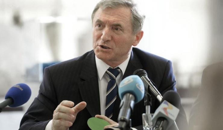 Procurorul general al României, Augustin Lazăr, ar putea să dea explicații ministrului Justiției, Tudorel Toader, de ce refuză să pună la dispoziția Parlamentului ancheta proprie privind posibila fraudare a alegerilor prezidențiale din 2009