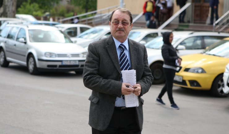Mircea Băsescu, judecat în dosarul traficului de influență   Mircea Băsescu, fratele fostului președinte Traian Băsescu, a ajuns joi în fața judecătorilor Curții de Apel Constanța, la un nou termen al dosarului în care a fost condamnat la închisoare cu e
