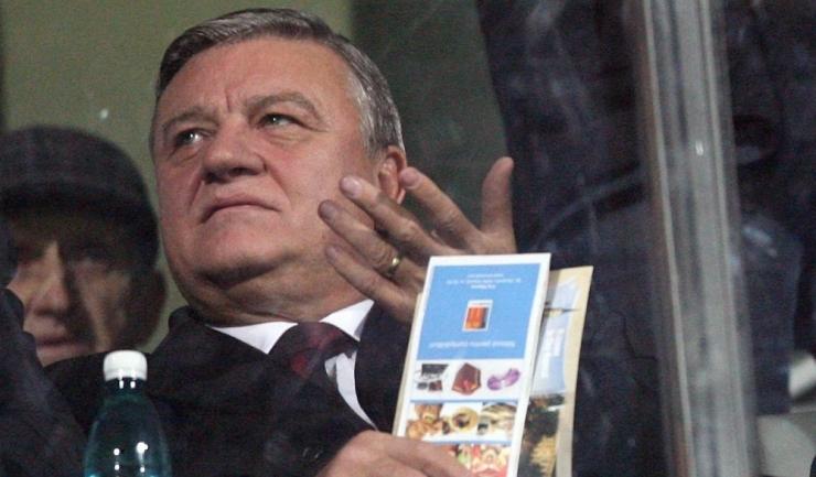 Mircea Sandu, fostul președinte al Federaţiei Române de Fotbal, este judecat pentru fapte de corupţie