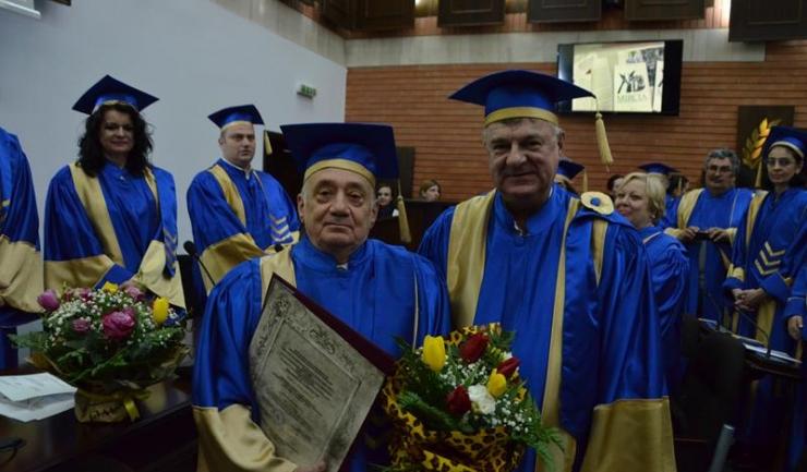 Maestrul acad. prof. univ. dr. Mircia Dumitrescu, alături de rectorul UOC, prof. univ. dr. Sorin Rugină