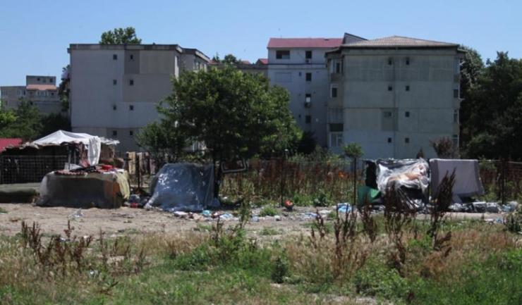Mai mulți constănțeni s-au plâns că un teren de pe strada Barbu Ștefănescu Delavrancea a ajuns un focar de infecție