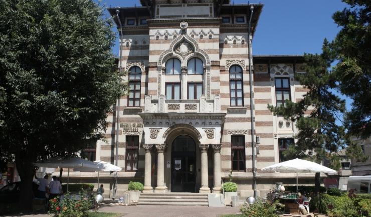 Clădirea în care funcționează Muzeul de Artă Populară a fost construită în 1896